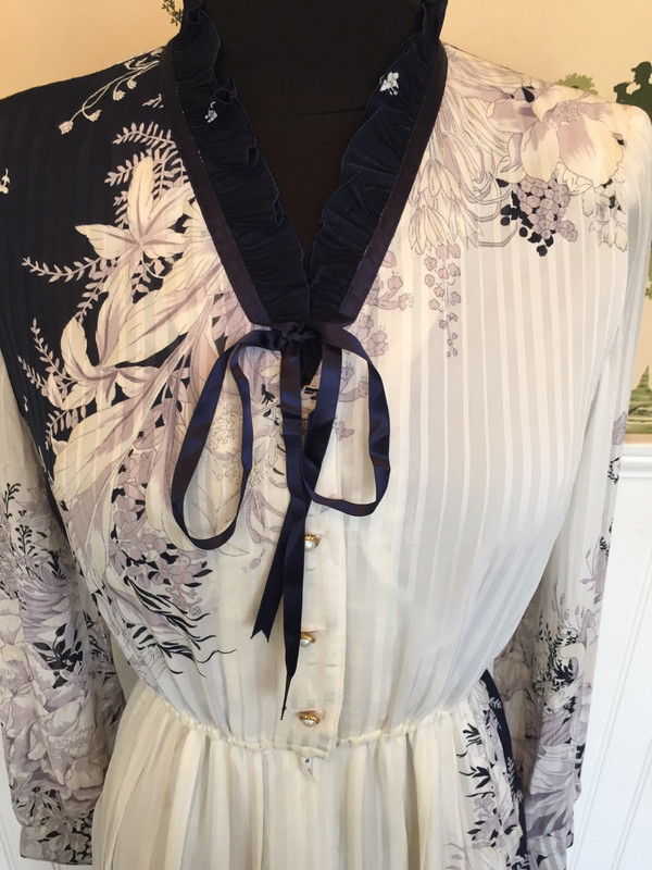 Japanese intricate floral 70's dress with tie front and pleating in size small dark navy and white
