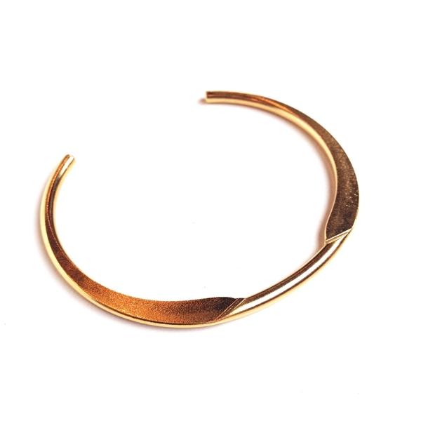 Alynne Lavigne eliptic cuff