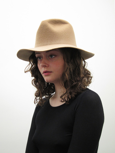 Clyde Short Brim Pinch Hat, Camel