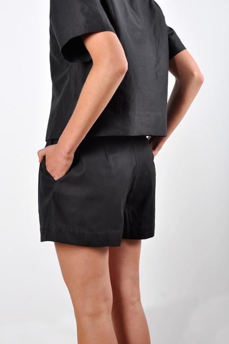 Waltz Wide-Leg Pleated Short in Black Cotton Twill