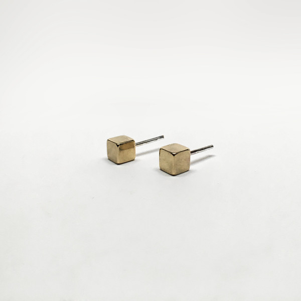 7115 by Szeski  Cube Stud Earrings
