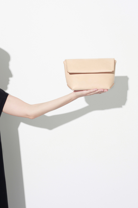 IALA DIEZ OKA CLUTCH CROSS NUDE
