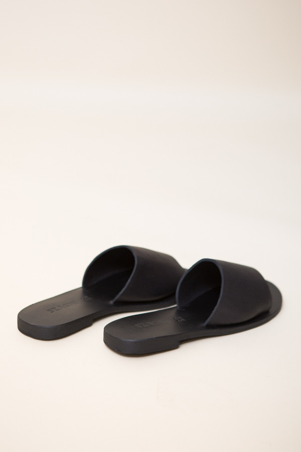 St. Agni Aiko Basic Slides / Black Leather