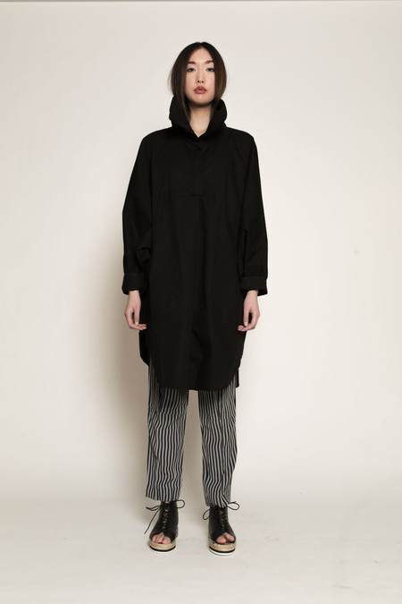 Kowtow Long Days Cape in Black