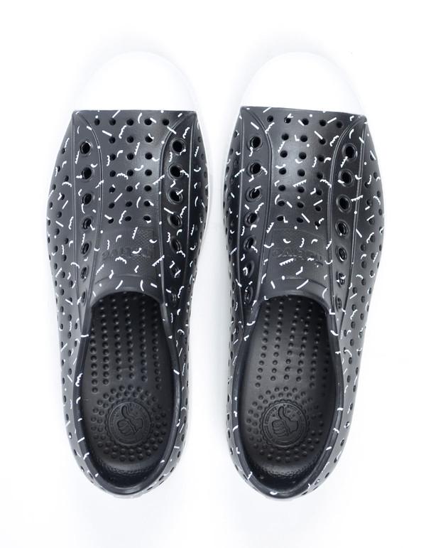 Native Shoes Native Jefferson Jiffy Black with Shell White Tik Tak Print