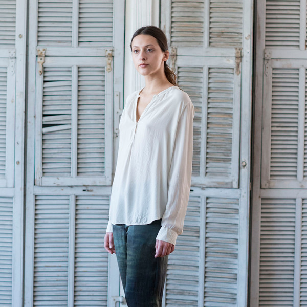Raquel Allegra Henley Blouse Dirty White