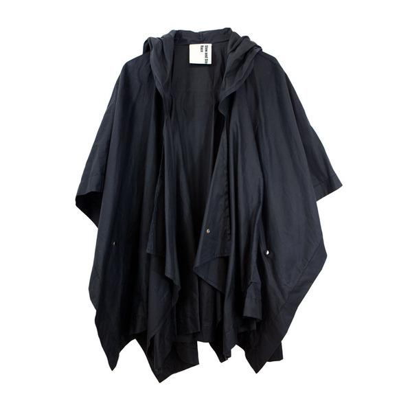 Latourell Poncho in Black