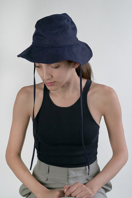 Clyde Deep Linen Hat in Navy w. Drawstring