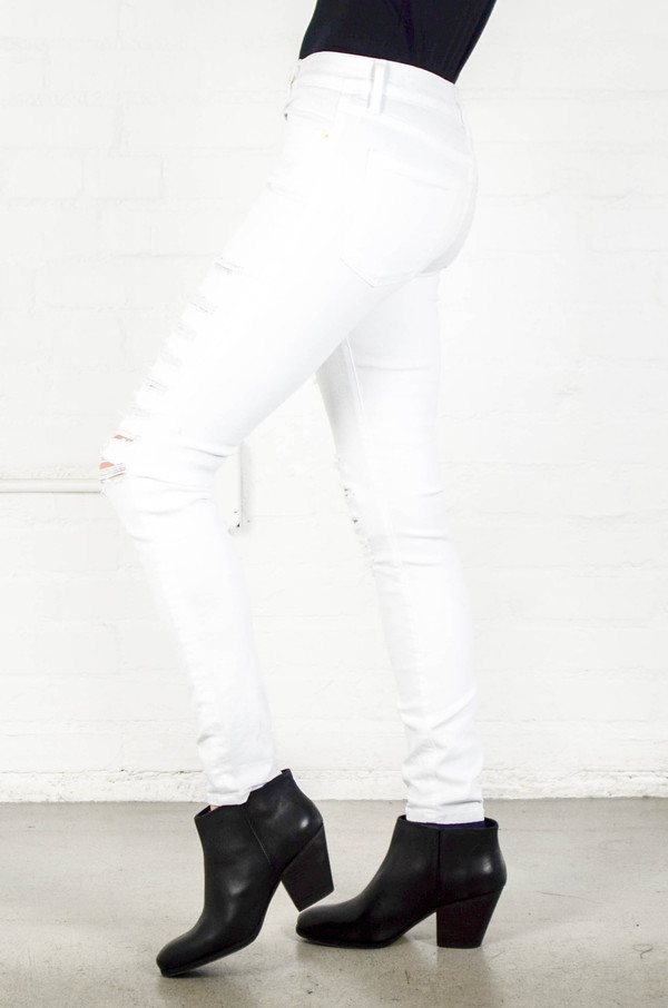 FRAME Denim Frame Le Color Ripped in Blanc