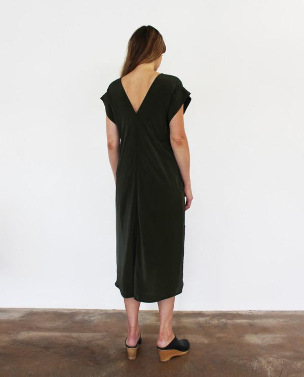 esby BANKS SILK KIMONO DRESS - OLIVE