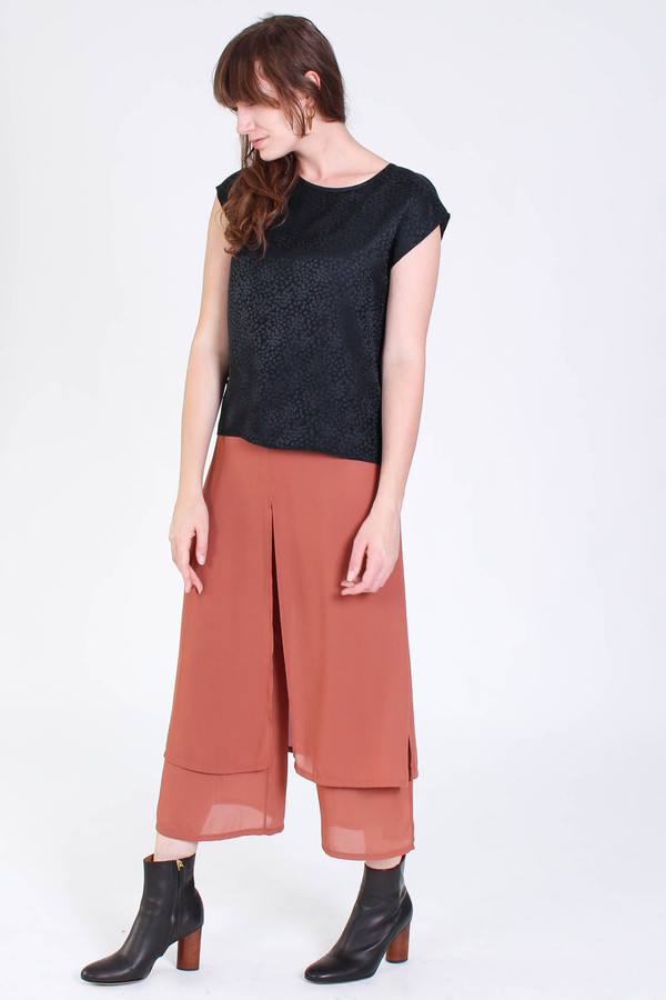Svilu Base top in black