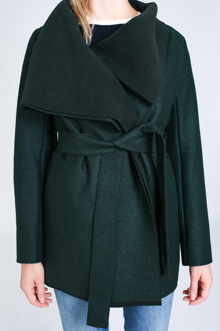 Harris Wharf London Short volcano coat in racing green