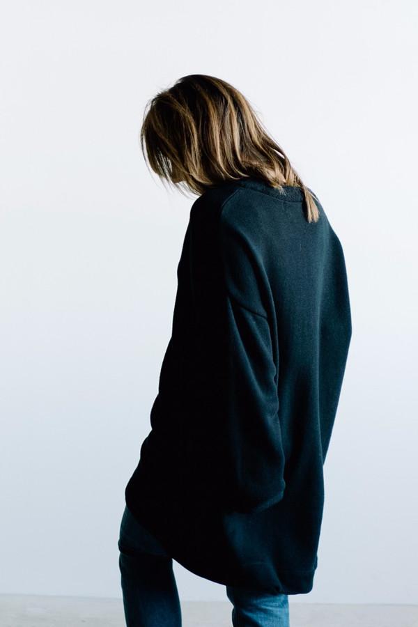 Hackwith Design House V-Neck Pullover // Black