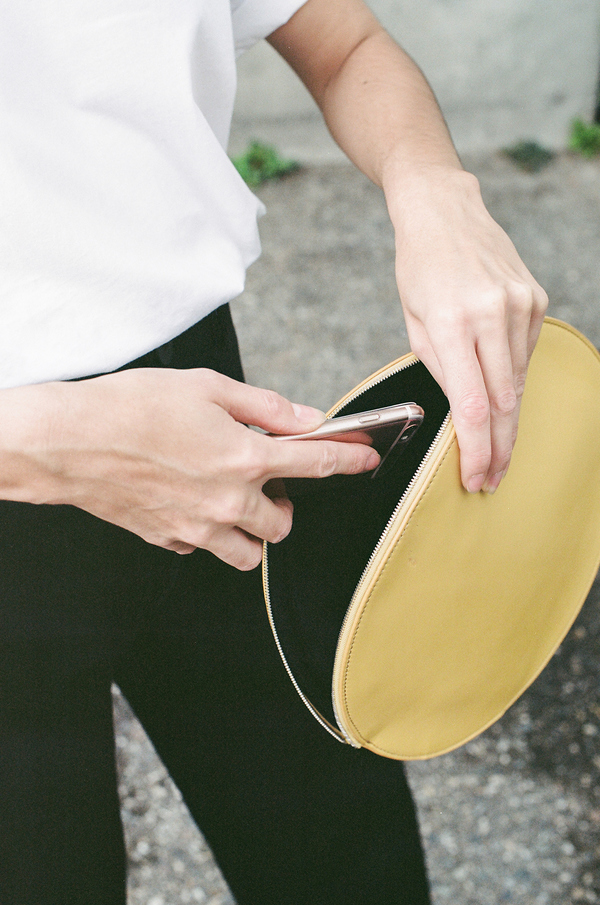 Kara Circle Clutch - gold