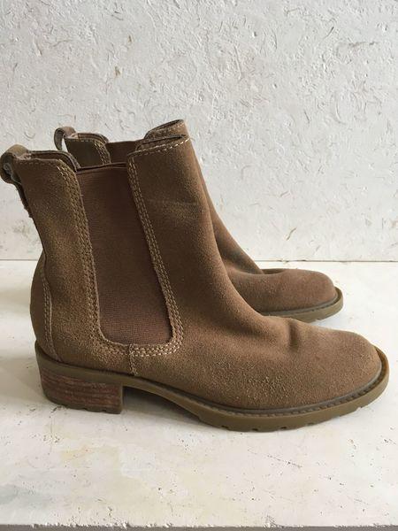 The Shudio Vintage Suede Chelsea Boots (Sz 6.5)