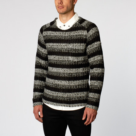 Men's Wolf & Man Talon - Crew neck