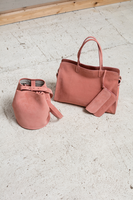Creatures of Comfort Small Bucket Bag - pink suede