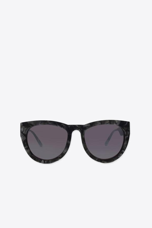 Smoke x Mirrors Run around sue sunglasses in black scales