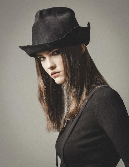Claudia Schulz 'Hilde' hat