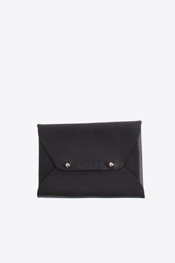 Sevlyn Envelope clutch in black