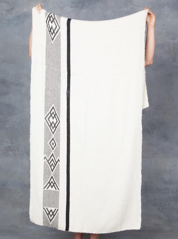 Voz Oversize Black and White Shawl