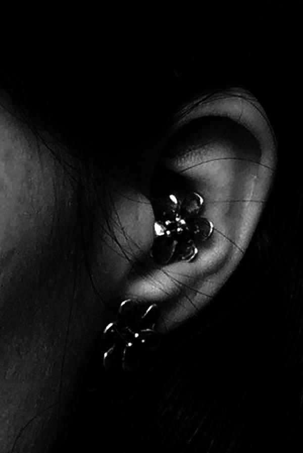 Mondo Mondo 18k Gold Plated Daisy Stud Earrings