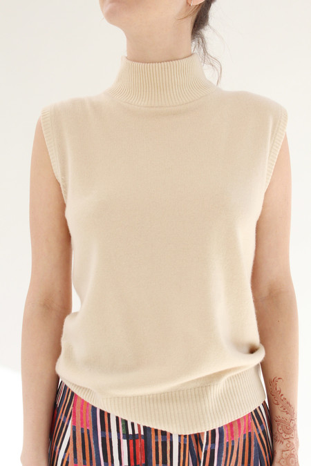 Beklina Cashmere Sleeveless Turtleneck Cashew