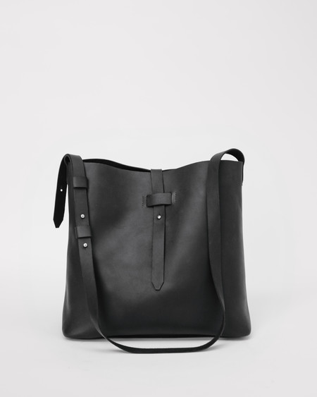 esby Bucket Tote in Black