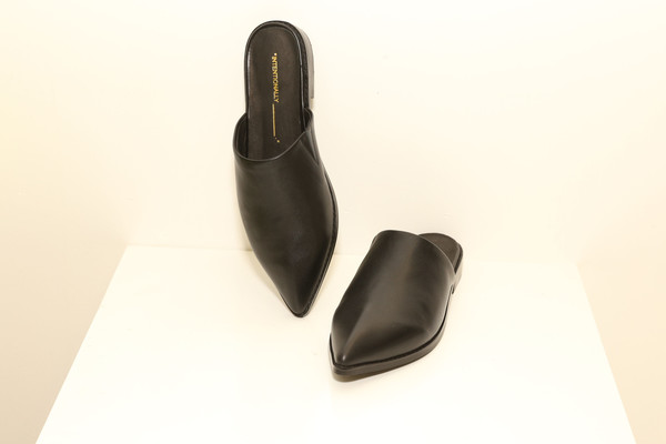 Intentionally Blank TITAN Black Leather