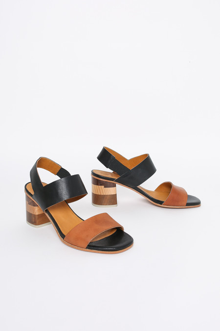 Coclico Bask heel in black/tan