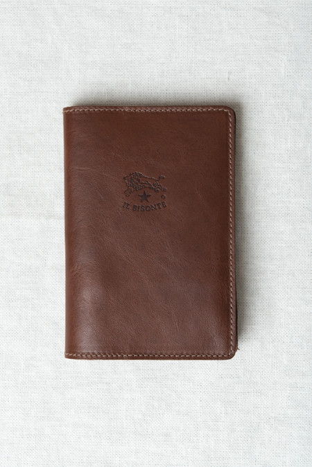 Il Bisonte Passport Holder in Chocolate