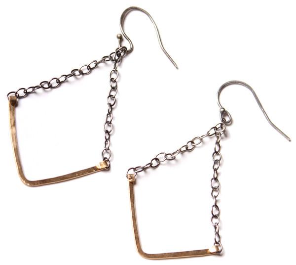 Sarah Dunn V Bar Oxidized Chain Earring