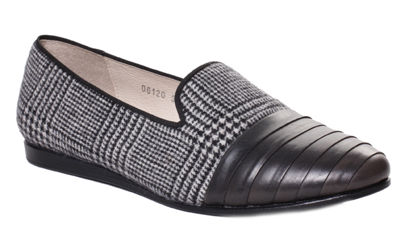 b.Store Edie Prince of Wales Loafer