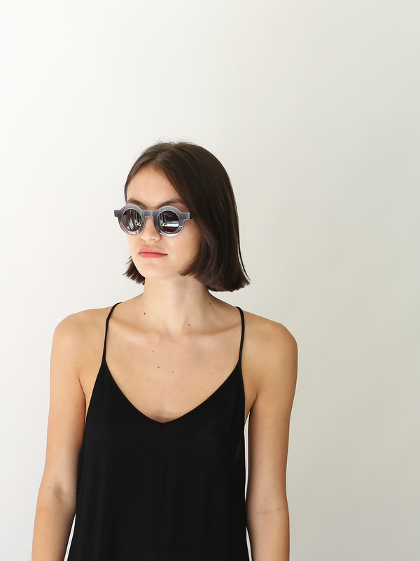 Dusen Dusen Circle Sunglasses | grey gradient