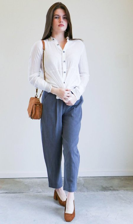7115 By Szeki Spring Lantern Trouser in Gray