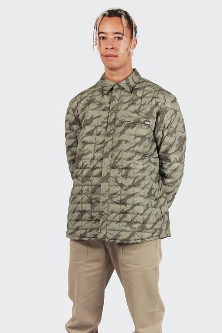 The North Face Reyes Thermoball Shirt Jacket - Deep Lichen Green Print