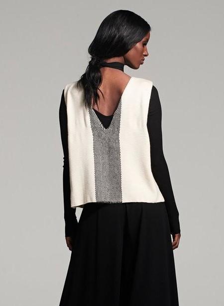 VOZ Estrella V-back Top - Ivory/Black