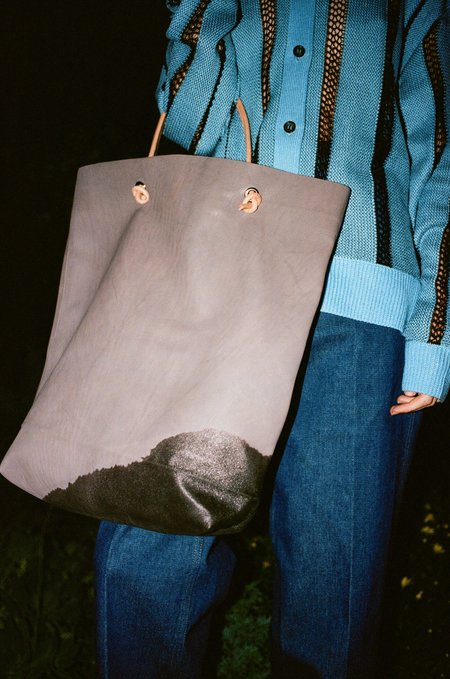 A Détacher Stain Bag in Gray