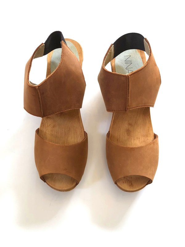 Nina Z Cognac leather Clog