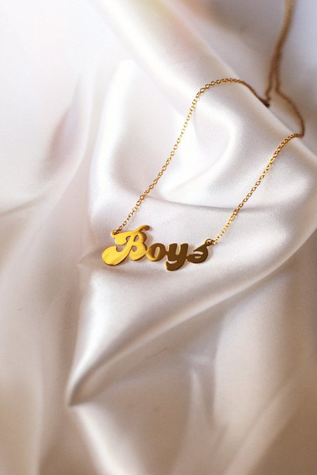 THENINETYNINE Boys Nameplate Necklace – Gold Plated
