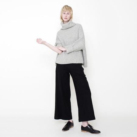 7115 Szeki Heavy Ribbed Turtleneck Sweater - Stone Grey