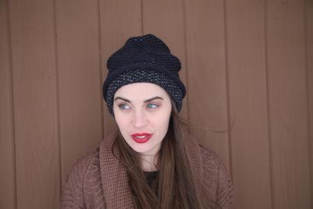 Ellen Seed Stitch Hat - Navy/Dark Grey