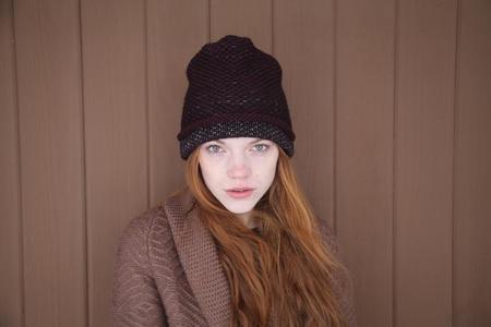 KORDAL SEED STITCH HAT - MAROON/DK GREY