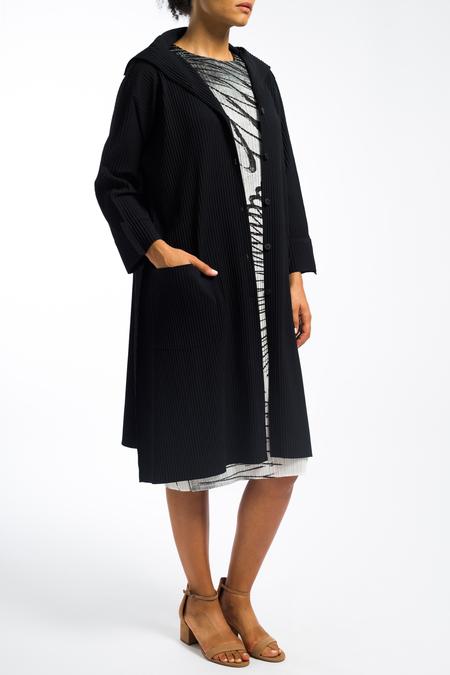 Issey Miyake lightweight apoc coat - black