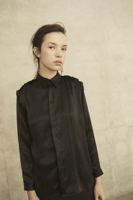 Annie Hamilton CLASSIC SHIRT - BLACK