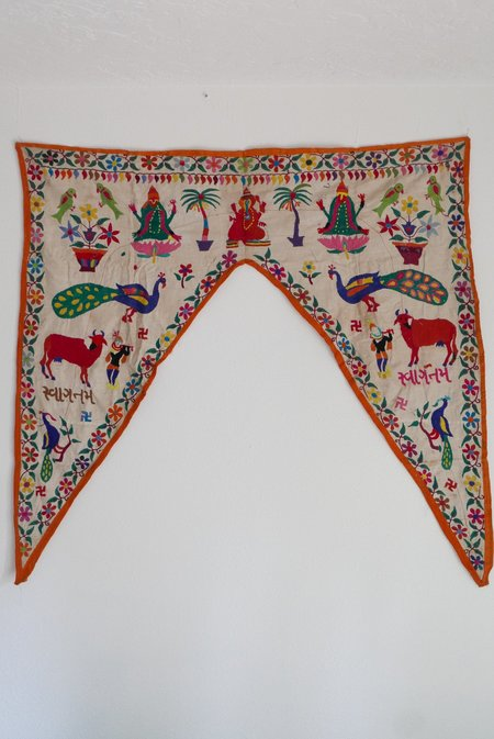 Le Souk Le Souk Antique Embroidered Toran 001