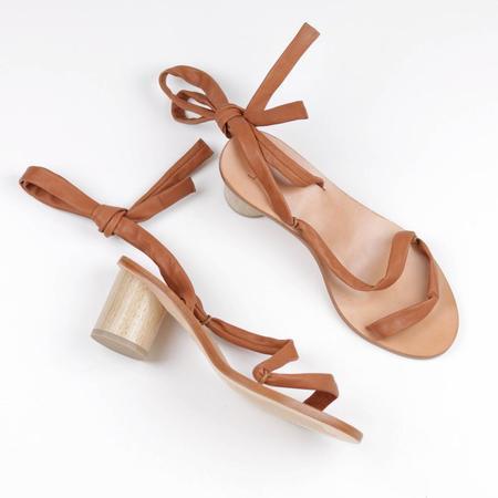 LOQ Pilar Tie Sandal - Cuero