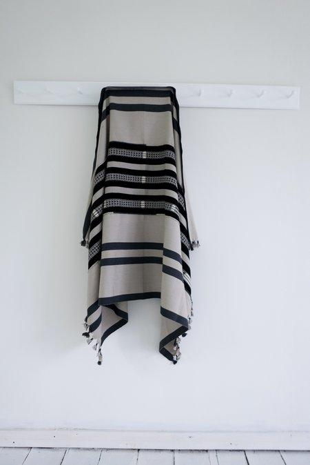 Karu Nagaland Throw - Grey/black