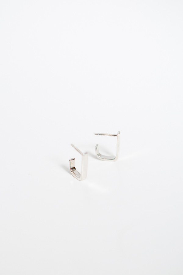 Upper Metal Class Square-Angle Open Hoops