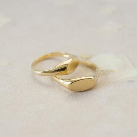 Merewif Wyatt Signat Ring - Gold Plated